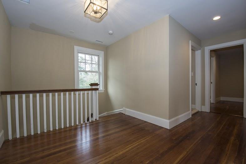 walsh-hardwood-flooring-upstairs-hallway-new-floors-786x524-1